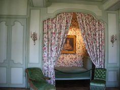 Terminé vers 1536, le château de Villandry est l'un des derniers édifices bâti sur les bords de Loire à l'époque de la Renaissance. Le château est acheté en 1906 par Joachim Carvallo et son épouse Anne Coleman qui entreprennent sa restauration. L'aménagement...