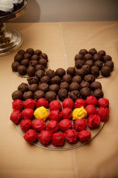 Holy crap!!!! Dessert table!!!! And anyone can make this! it's just colored balls of cake!!!!!