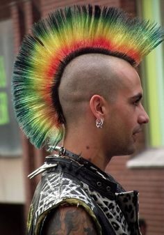 Punk Hairstyles for Men - Which Give Amazing Looks Subcultura Punk, Punk Guys, Mode Punk, Moda Punk Rock, Style Punk Rock, Punk Rock Fashion, Piercing Tattoo, Nose Piercings, Horror Punk