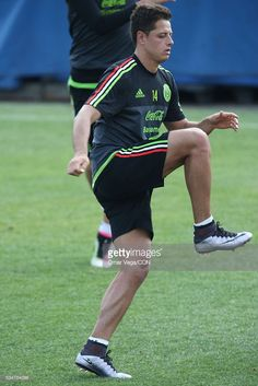 Javier Hernandez of Mexico warms up during a Mexico National Team training session at Emory University on May 2016 in Atlanta, Georgia. Javier Hernandez, Mexico National Team, Mexico Soccer, Pose Reference, The Man, Grande, Georgia, Atlanta, June