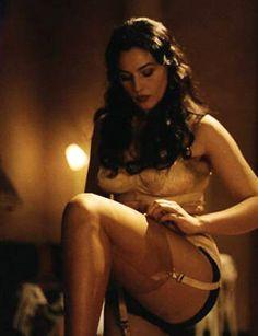 Monica Bellucci in calze di nylon e reggicalze