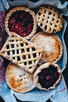 Try these delicious summer pie recipes. Think Food, Love Food, Buffet Dessert, Summer Pie, Summer Fruit, Food Porn, Slow Cooker Desserts, Cupcakes, Aesthetic Food