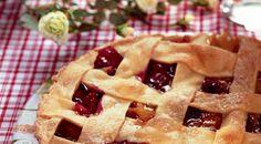 Пирог с персиками и вишнями