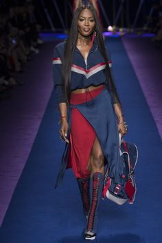Versace Spring 2017 ready-to-wear collection Milan Fashion Week Fashion Moda, Sport Fashion, Fashion 2017, Look Fashion, Runway Fashion, High Fashion, Womens Fashion, Fashion Design, Milan Fashion