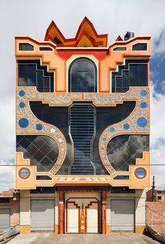 Folk meets future in sixty projects in El Alto, Bolivia, the world's highest city. He designs in an Aymara (indigenous) vernacular of his own invention. Beautiful Architecture, Architecture Details, Modern Architecture, Unusual Buildings, Amazing Buildings, Bolivia, Art Deco, The New Yorker, Postmodernism