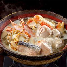 鮭、ずわいがに、帆立、海老、白子など、北海の幸をたっぷりセット。【北海道 石狩鍋】