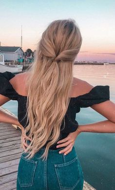 Half Up Half Down Hairstyle Look peinados Huge 2020 Hairstyle List: The 9 Hottest Trends To Be Obsessed With Down Hairstyles, Braided Hairstyles, Wedding Hairstyles, Hairstyles For Summer, Princess Hairstyles, Hairstyles 2018, Hairdos, Long Curly Hair, Curly Hair Styles
