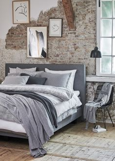 Urban Industrial Decor Tips From The Pros Have you been thinking about making changes to your home? Are you looking at hiring an interior designer to help you? Modern Luxury Bedroom, Modern Bedroom Furniture, Luxurious Bedrooms, Industrial Interior Design, Industrial Bedroom, Bedroom Minimalist, Decoration Bedroom, Elegant Homes, Master Bedroom