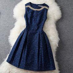 Amazon.co.jp: ダイヤ飾りのクラッシクなフレアーワンピース レディースファッション: 服&ファッション小物通販