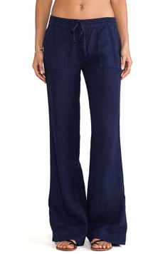Joie Javina Wide Leg Pant in Dark Navy                                                                                                                                                                                 Más