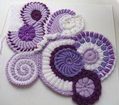 Scrumbles Freeform Crochet Tutorial 1 of 2 With this video we begin our new seri Crochet Metal, Crochet Art, Irish Crochet, Crochet Crafts, Yarn Crafts, Crochet Flowers, Crochet Projects, Free Crochet, Crochet Geek