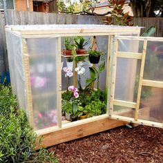 Cheap Homemade Greenhouse Plans & Ideas You Can Build (FREE) - Gewächshaus Diy Greenhouse Plans, Homemade Greenhouse, Outdoor Greenhouse, Cheap Greenhouse, Greenhouse Interiors, Backyard Greenhouse, Greenhouse Wedding, Diy Mini Greenhouse, Pallet Greenhouse