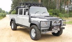 A Defender 110 Crew Cab....THIS! This i what I need!!