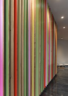 JWT presentation space : MAKE architecture Coloured Timber Slat Wall Wood Slat Wall, Wooden Slats, Curved Wood, Curved Walls, Timber Feature Wall, Wood Partition, Entrance Signage, Timber Slats, Wooden Room