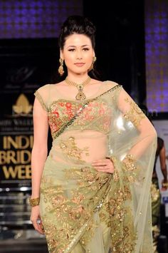 Gorgeous GOld saree #fan of the sari.. not the blouse though...