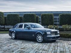 Central to the allure of its unique promise is an interior furnished in the very finest materials; expertly hand-applied by the master craftspeople at the Home of Rolls-Royce in Goodwood, England.