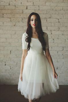 Ivory Ballerina Half Sleeve Low Cut Back Tea por CleoandClementine