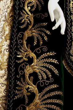 Court Robe, circa Russian ~ The Met Museum Couture Embroidery, Gold Embroidery, Embroidery Patterns, Russian Embroidery, Historical Costume, Historical Clothing, Vintage Outfits, Vintage Fashion, Court Dresses
