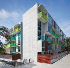 Al sur de cali, se alza el primero de los dos edificios, un proyecto robusto y colorido