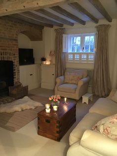 Shabby Chic Home Interiors – Decorating Tips For All Country Cottage Living, Cottage Lounge, Cottage Shabby Chic, Country Cottage Interiors, Cottage Living Rooms, Home Living Room, Living Room Designs, Living Room Decor, Home Fashion