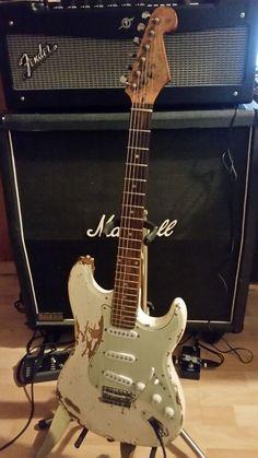 Fender Stratocaster, Fender Guitars, Guitar Amp, Acoustic Guitar, Types Of Guitar, Paul Reed Smith, Guitar Pins, Fender American, Beautiful Guitars