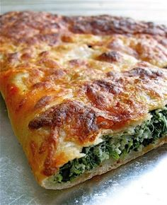 Spinach-Ricotta Calzone: step-by-step photos and tips. I omitted the nutmeg, used italian seasoning from Penzy's and garlic. I also used cottage cheese since I didn't have ricotta. Italian Dishes, Italian Recipes, Italian Spinach Pie Recipe, Spinach Calzone Recipe, Recipes Using Ricotta Cheese, Vegetarian Recipes, Cooking Recipes, Healthy Recipes, Cooking Dishes