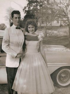 vintage photo of a young couple heading to the prom. fashion inspiration / prom dress / Tuxedo Source by fashion dress Prom Photos, Prom Pictures, Prom Images, Wedding Dress Trends, Wedding Suits, 1950s Prom Dress, Homecoming Dresses, 1940s, Bridal Skirts