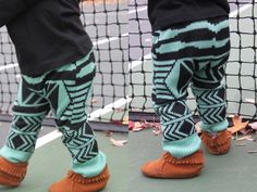holden on baby-DIY baby leggings out of a sweater. Wish I could find these already made lol Baby Leggings, Baby Pants, Kids Pants, Diy Clothing, Sewing Clothes, Sewing For Kids, Diy For Kids, Baby Boy Outfits, Kids Outfits