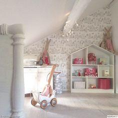 maileg,lastenhuone,nukkekoti,kommuutti,antiikki,kaspar,moulin roty,hirsitalo,makuuhuone,lelut sisustuksessa,lastenhuoneen sisustus,makuuhuoneen sisustus