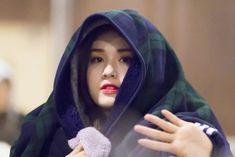 She is so sweet💕 Cute Korean Girl, South Korean Girls, Korean Girl Groups, Jeon Somi, Skater Girls, Mamamoo, Ulzzang Girl, Girl Crushes, Kpop Girls