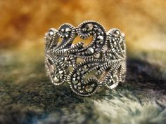 love this vintage ring! omg I have a ring exactly like this!