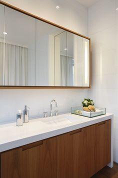 Residência Park Palace – Barra da Tijuca II / Progetto – Gisele Taranto e Izabela Lessa #bathroom #lighting