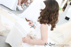 Suelta de mariposas en ceremonia en la playa, boda en Marbella