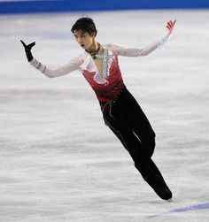 KENT, WA - OCTOBER 20:  Yuzuru Hanyu of Japan skates in the mens free skate during the Skate America competition at the ShoWare Center on October 20, 2012 in Kent, Washington.
