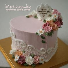 kiss the cake * 키스를 부르는 kiss the cake 입니다. Buttercream Decorating, Buttercream Recipe, Buttercream Flowers, Cake Decorating, Beautiful Cakes, Amazing Cakes, Buttercream Techniques, Fantasy Cake, Mothers Day Cake