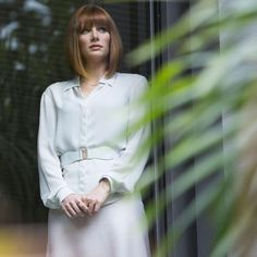 Make your own Claire Dearing costume from Jurassic World. How to dress like Claire Dearing for fancy dress, cosplay and halloween costumes. Jurassic World Claire, Jurassic World Movie, Brice Dallas Howard, Claire Dearing, Bob Haircut With Bangs, World Movies, Spider Girl, Purple Tank Top, Universal Pictures