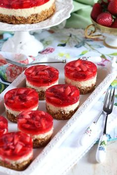 <Mini Strawberry Pretzel Salad Cheesecake The classic Strawberry Pretzel Salad recipe fancied up into mini cheesecakes. So easy to make and perfect for spring or summer entertaining. Summer Desserts, Just Desserts, Delicious Desserts, Dessert Recipes, Strawberry Pretzel Salad, Strawberry Recipes, Mini Strawberry Cheesecake, Strawberry Sauce, Pretzel Desserts
