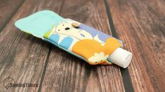 DIY Hand sanitizer Bottle Holder - Any Size ! This pouch is great for carrying hand sanitizers and hand washes. Storage Bags For Clothes, Bag Storage, Lanyard Tutorial, Hand Sewing Projects, Hand Sanitizer Holder, Sewing To Sell, Diy Bags Purses, Denim Purse, Pouch Pattern