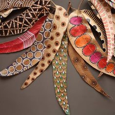 Bicocacolors  Painted leaves...another natural canvas - pretty colors and designs for painted rocks