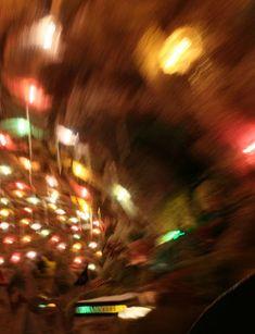 🌪️🎄🎁Weihnachten entschleunigen - Wie wird Weihnachten wieder zu Weihnachten? 🤔  Meine Tipps für ein achtsames Weihnachtsfest gibt's auf meinem Blog #entschleunigen #entschleunigung #achtsamkeit #bewusstleben #christmas #weihnachten #geschichte #weihnachtsgeschichte #xmas #achtsamkeitimalltag #achtsameradvent #zerowaste #zerowasteaustria #zerowastegermany #ohnechemie #zerowastefamily #austria #selbermachenstattkaufen #bewusstsein #bindablogging #blogpost #adventszeit #vo Poster, Concert, Christmas, Blog, Consciousness, Advent Season, Mindfulness, Thoughts, Tips