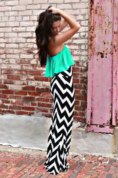 Chevron maxi skirt with a neon pop of color for the top. Way attractive and awesome for summer~