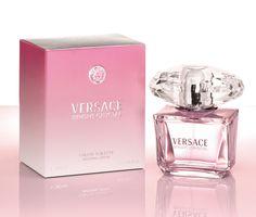 Versace presenta BRIGHT CRYSTAL, una preciosa joya de rara belleza caracterizada por un aroma fresco, vibrante y floral.     ¡Lo tenemos aquí y al Mejor Precio! Informes Whatsapp: 333-189-4534 / outletdefragancias33@gmail.com