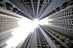 Horizontes verticais por Romain Jacquet-Lagreze. #cities #photograph