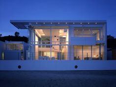 This is my all-time, favorite house design. Southern California Beach House, a Richard Meier creation. I love the beach and my desire is to have a house similar to this on the north shore here in Chicago, IL USA. A modernist design, of course. I am not aware of any modernist homes on Chicago's North Shore, but I suspect there is one hidden away somewhere.