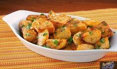 قطع البطاطا المشوية مع الزعتر: البطاطس المشوية بالزعتر من الأطباق الجانبية اللذيذة المقادير : • بطاطا مغسولة جيداً ومقطعة • 2 ملعقة…