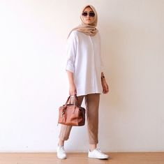 Casual Hijab Outfit, Casual Outfits, Fashion Outfits, Fashion Styles, Office Outfits Women, College Outfits, How To Wear Hijab, Hijab Fashionista, Hijab Fashion Inspiration