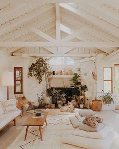 36 popular rustic farmhouse living room decor ideas for comfortable home Home Interior, Interior And Exterior, Interior Decorating, Interior Design, Bohemian Interior, Design Art, Ladder Ideas, Cozy House, Home And Living