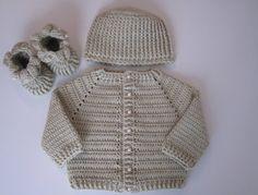 Risultati immagini per cappellino neonata battesimo all'uncinetto