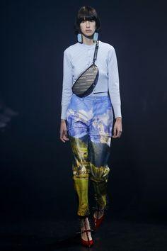 Balenciaga Spring 2018 Ready-to-Wear Collection Photos - Vogue