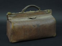 """A brown leather Gladstone bag 16"""""""